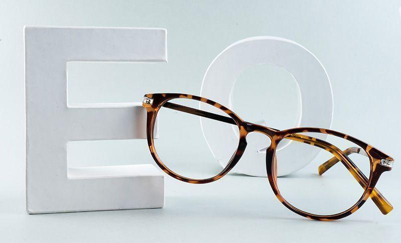 runde briller og bokstavene e og o